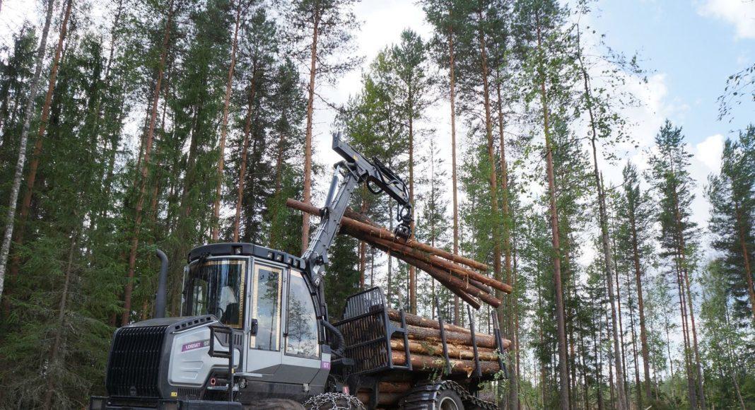 Форвардер LOGSET 5F GT на погрузке древесины